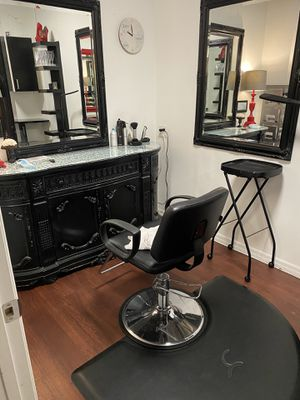 Beautiful wooden station three mirrors salon chair for Sale in St. Petersburg, FL