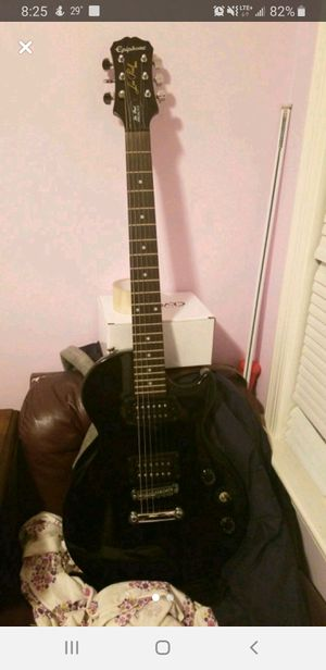 Epiphone Les Paul edition Electric Guitar w amp and cords. for Sale in Lancaster, PA