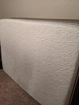 Like new gel queen mattress set for Sale in Fresno, CA