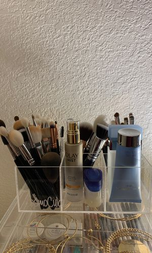 Cosmo cube makeup brush holder for Sale in Las Vegas, NV
