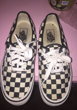 Black and off white checkered Vans for Sale in Fresno, CA