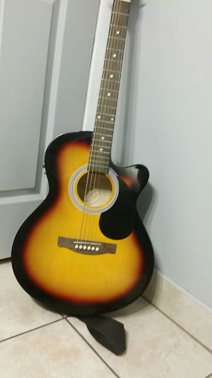 Electric acoustic guitar for Sale in Moreno Valley, CA