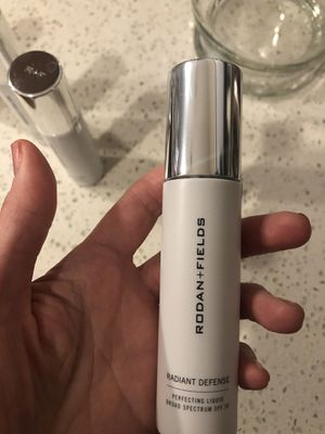 RODAN and FIELDS radiant defense tinted moisturizer-Almond for Sale in Issaquah, WA