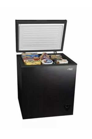 Arctic King 5 Cu. Ft. Chest Freezer - Black (WHS-185C1WSB) for Sale in Chicago, IL