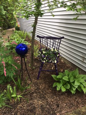 Garden chair for Sale in WILOUGHBY HLS, OH