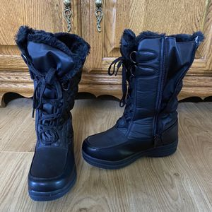 Totes Women Boots 6.5 for Sale in Vancouver, WA