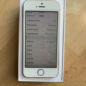 iPhone 5 SE 64GB *SUPER MINT* for Sale in Farmingville, NY