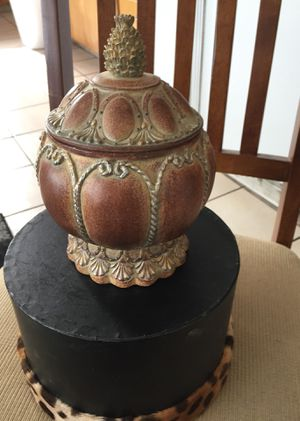 Home Decor. Clay / Ceramic Pot $15 for Sale in West Jordan, UT