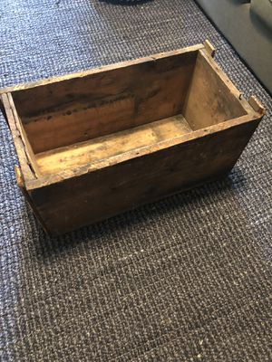 Vintage wooden crate for Sale in Franklin, TN