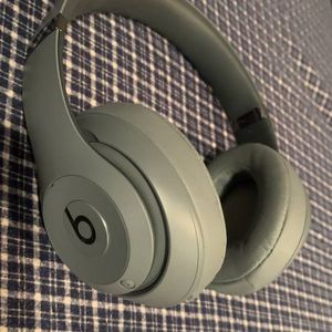 Beats Studio 3 Noise Cancelling Headphones for Sale in San Diego, CA