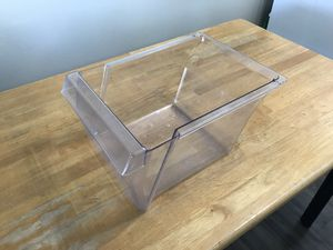 """General electric large plastic clear bin 11"""" W x 15.5"""" D x 7.5"""" H for Sale in Los Angeles, CA"""