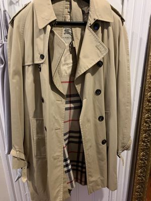 Burberry RainCoat for Sale in Brooklyn, NY