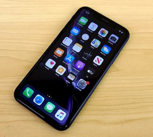 Iphone XR 64GB At&t-Cricket-H20 for Sale in Chicago, IL