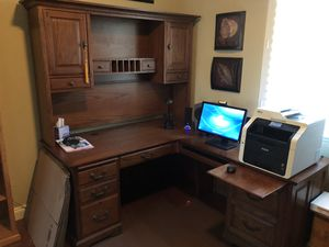All solid wood computer desk for Sale in Henderson, NV