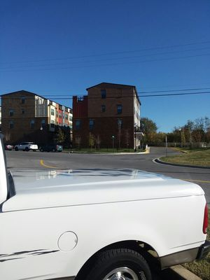 Vendo covertor para ford f150 es cama corta 6 pies 6pulgadas de largo for Sale in Hyattsville, MD