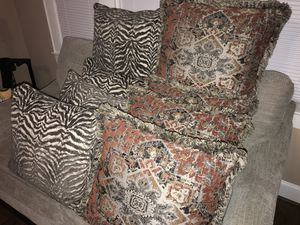Rooms To Go Decorative Pillows for Sale in Greenville, SC