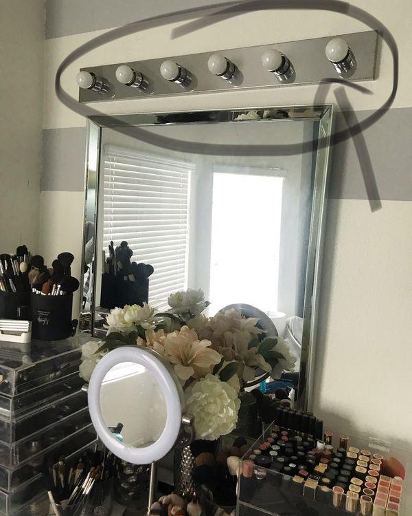 Vanity light decor $25