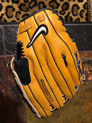 """Nike Baseball glove size 13"""" for Sale in Plymouth, MI"""