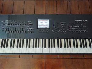 Yamaha Motif XF8 Music Production Synthesizer with Hard Case for Sale in Corona, CA