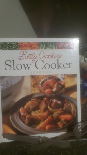 Crock pot and recipe book n stand for Sale in Houston, TX