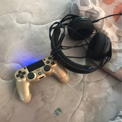 Headset And Ps4 Controller for Sale in Henderson,  NV