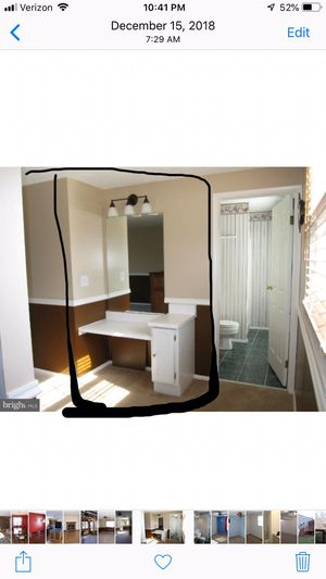 Bedroom makeup vanity for Sale in MONTGOMRY VLG, MD