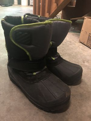 Kids snow boots size 2 for Sale in Granite Falls, WA