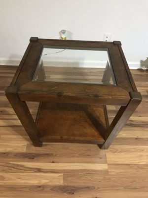Free table PENDING PICKUP for Sale in Tampa, FL