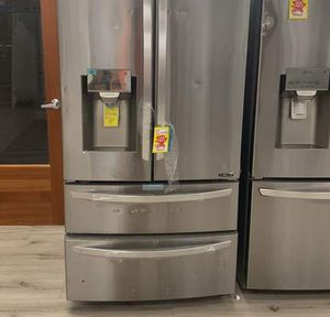 LG STAINLESS STEEL REFRIGERATOR ZXMJ for Sale in Humble, TX