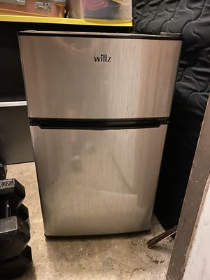 Willz mini fridge for Sale in Industry, CA