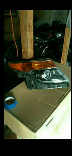 2011-2015 Ford explorer headlight RH oem for Sale in Dallas,  TX