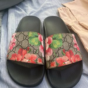 Wmns Gucci Floral Slides for Sale in New Haven, CT