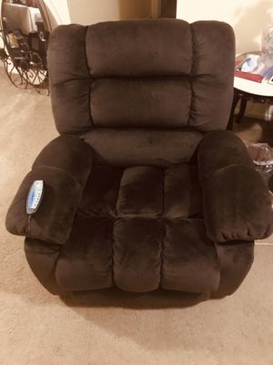 Still available brand new oversized power recliner chair with 4 setting massage and heat brown suede pick up Gaithersburg md20877 for Sale in Gaithersburg, MD