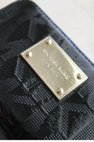 Micheal Kors Wallet Wristlet - Black for Sale in Phoenix, AZ