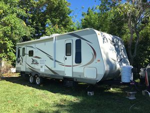 2015 RV Travel Trailer mobile home 30ft for Sale in Miami, FL