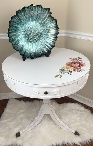 Antique Irwin shabby chic white chalk painted distressed drum console accent table for Sale in Land O Lakes, FL