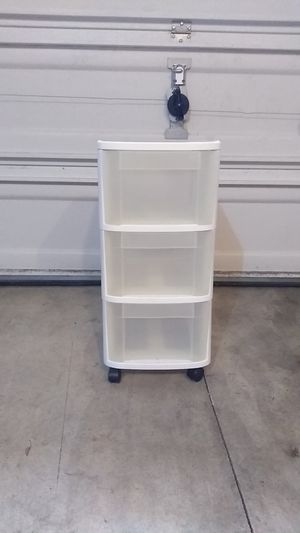 Sterilite 3 Drawer Plastic Container + Wheels for Sale in Wilsonville, OR