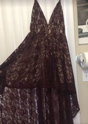Pretty burgundy dress from Windsor size medium for Sale in Bell, CA