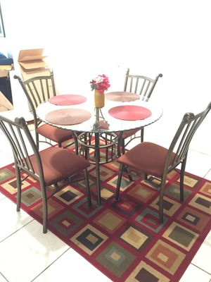 Dinning table and chairs for Sale in Pompano Beach, FL