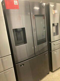 SAMSUNG 26.5 CU FT REFRIGERATOR WITH FAMILY HUB AND EXTERNAL WATER AND ICE DISPENSER IN BLACK STAINLESS STEEL for Sale in Gilbert, AZ