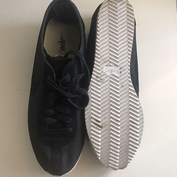NIKE men's sneakers 9.5.