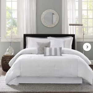 NEVER OPENED: Queen Bed Comforter Set with Accent Pillows for Sale in Jackson Township, NJ