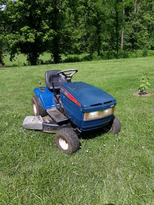 Lowe's riding lawn mower for Sale in Andrews, NC
