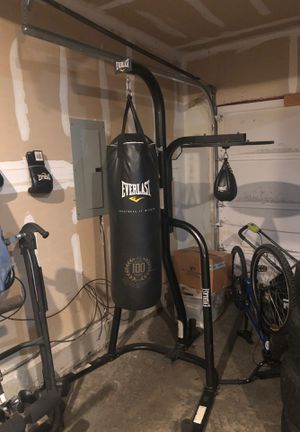 Everlast Heavy Bag and Speed Bag for Sale in Sammamish, WA