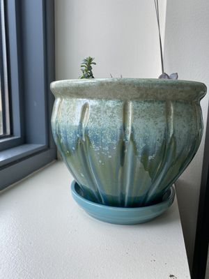 Beautiful ceramic pot with drainage tray included for Sale in Chicago, IL