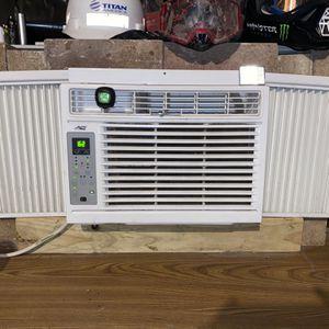 Window AC Unit w/remote for Sale in Houston, TX