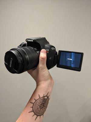 Canon eos DSLR t5i for Sale in Irvine, CA