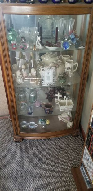 Curio cabinet for Sale in Woonsocket, RI