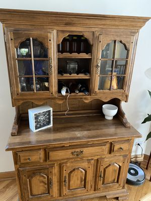Kitchen hutch/China Cabinet for Sale in Chicago, IL