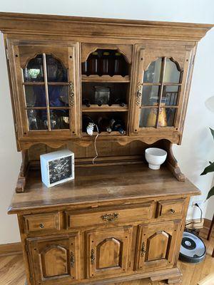 Kitchen hutch/China Cabinet for Sale in Chicago, IL